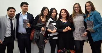 Asistentes al Lanzamiento junto a la editora del libro, Daniela Carrasco