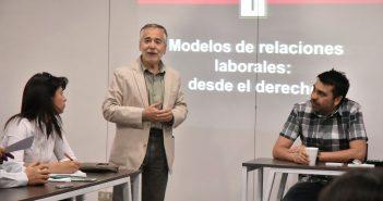 Profesor Juan Pablo Toro, coordinador del PEPET, inaugurando este séptimo y último coloquio de la segunda temporada 2017