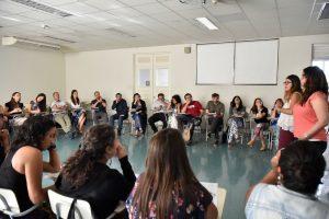 Ps. Juliana Rodríguez y Constanza Gálvez, psicóloga UDP, fueron las relatoras de este taller en Santiago.